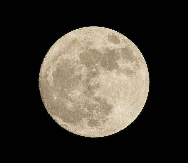 10月25日は牡牛座の満月